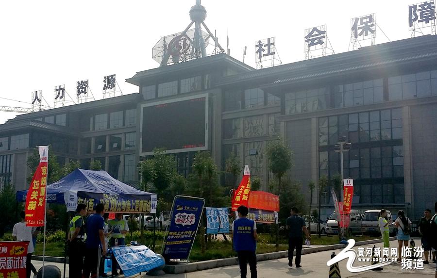 黄河新闻网临汾17日讯-临汾市行政机关公考资格复审正在进行 高清图片